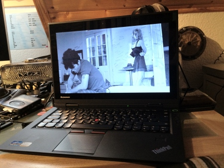 Tom Waits getting a cold shoulder from his girlfriend on the Linux Lenovo X1