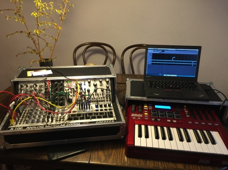 This I'm a bit proud of. The new Linux laptop already working as a DAW workstation with my Akai Max Keyboard / USB audio interface and the modular synthesizer.