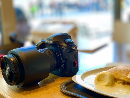 Vanilla ice cream, Apfelstrudel and a 45.7 megapixel beast